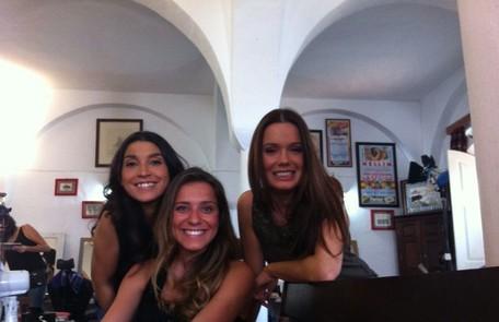 Graziela com Carla Galvão, antagonista da novela da TVI, e Joana Solando, sua cunhada na história Arquivo pessoal