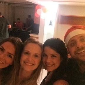 Fernanda Rodrigues e Samara Felippo com o produtor Leo Fuchs em festa no Rio (Foto: Instagram/ Reprodução)