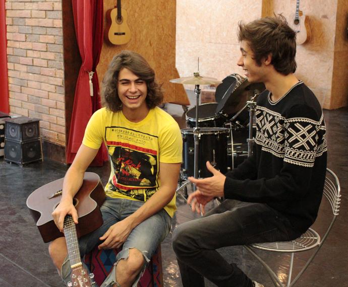Muito fofos! Rafa Vitti e Gui Hamacek cantam versos sobre sua amizade (Foto: Bel Bonotto/Gshow)