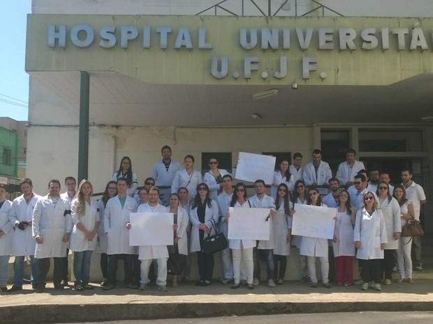 Manifestação Médicos Residentes HU UFJF Juiz de Fora (Foto: Roberta Oliveira/ G1)
