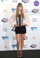 Look do dia: Taylor Swift usa shortinho e deixa as pernas à mostra