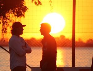 Bolatti e Fernandão (Foto: Diego Guichard / GLOBOESPORTE.COM)