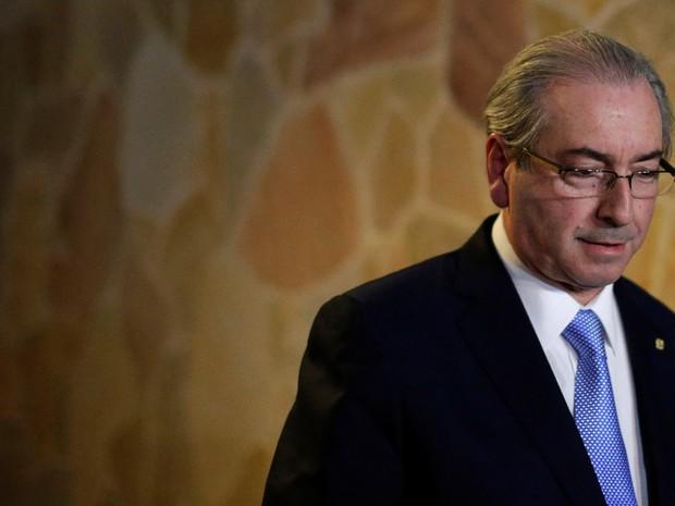 [CUNHA HOME] Eduardo Cunha fala com jornalistas após ser afastado da presidência da Câmara em Brasília, em maio de 2016 (Foto: Ueslei Marcelino/Reuters/Arquivo)