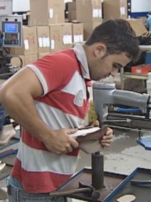 6ec71474e Fábricas começaram a produção dos sapatos em fevereiro (Foto: reprodução/TV  Tem)