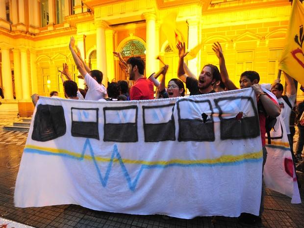 Protestos tarifa de ônibus Porto Alegre (Foto: Ricardo Duarte/Agência RBS)