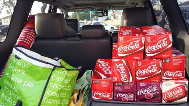 Homem bebe 10 latas de Coca-Cola por dia para mostrar como o corpo reage ao açúcar (Foto: Divulgação /  Ten Cokes a Day)