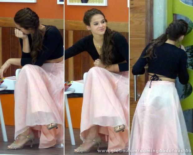 Ansiosa, Bruna comeu uma frutinha e deu uma espiada quando esperava (Foto: Domingão do Faustão / TV Globo)