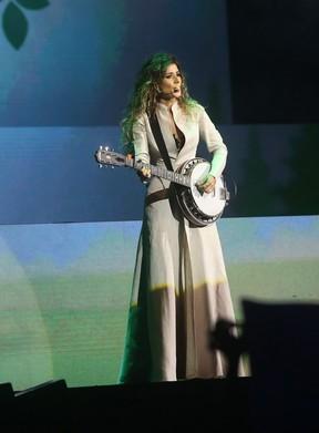 Paula Fernandes em apresentação em São Paulo (Foto: EGO)