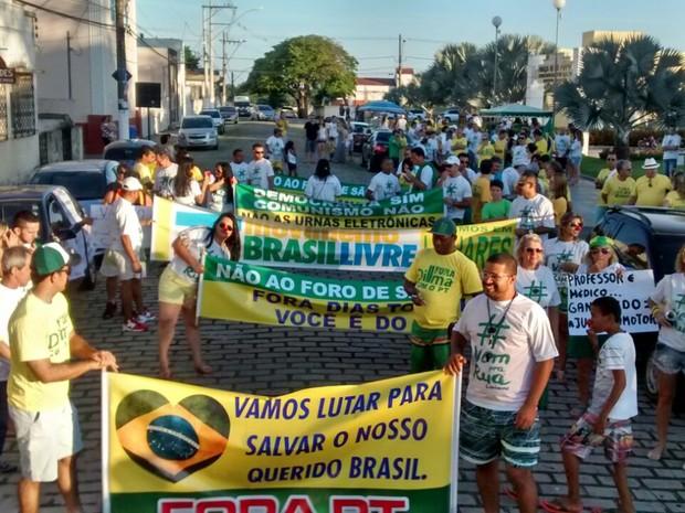 Manifestantes se reuniram em Linhares, no Espírito Santo (Foto: Anelice Sena/ TV Gazeta)