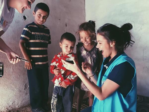 A atriz visita campo de refugiados no Líbano (Foto: Reprodução/Instagram)