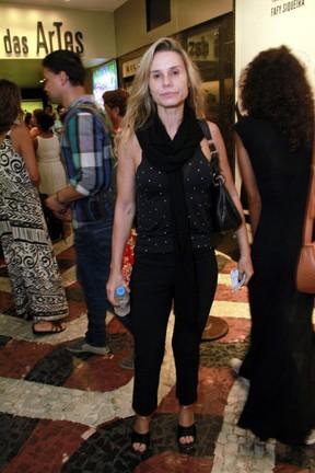 Paula Burlamaqui em estreia de peça na Zona Sul do Rio (Foto: Marcos Ferreira/ Brazil News)