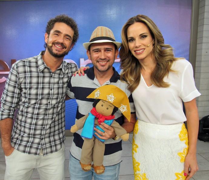 Bráulio Bessa ganhou boneco em sua homenagem (Foto: Priscilla Massena/Gshow)