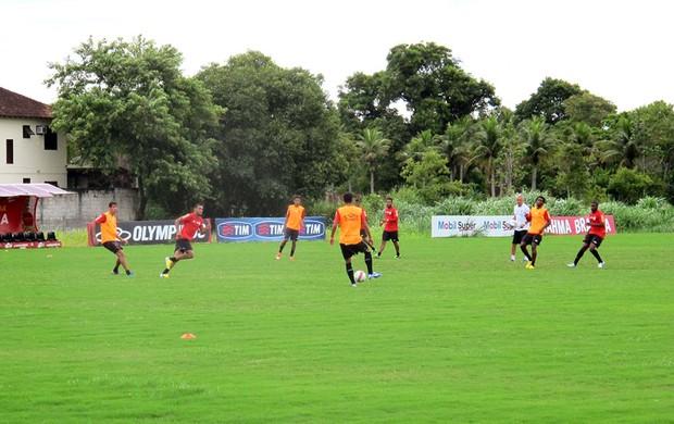 jogadores no treino do Flamengo (Foto: Janir Júnior)