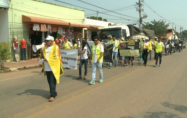 Servidores do Detran-AC percorreram ruas, na regional da Baixada da Sobral, em Rio Branco (Foto: Bom Dia Amazônia)