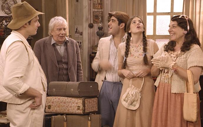 Trio vai para a casa de Pancrácio e deixa o professor surpreso (Foto: TV Globo)