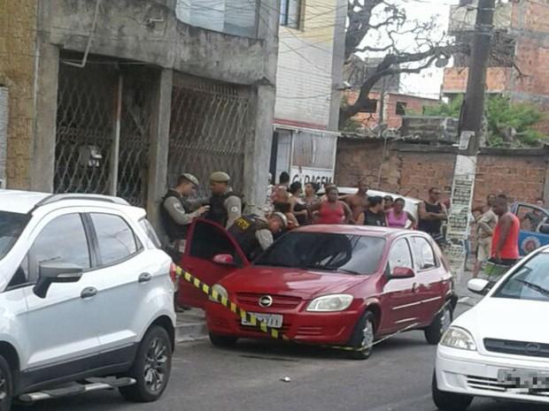 Homem foi morto dentro de carro, na Ribeira, em Salvador (Foto: Arquivo Pessoal)