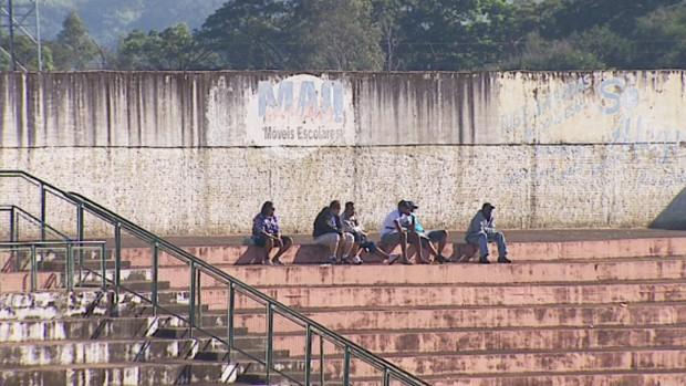 Com pior campanha da quarta divisão, torcedores do CAT 'desaparecem do Taquarão (Foto: Reprodução / EPTV)