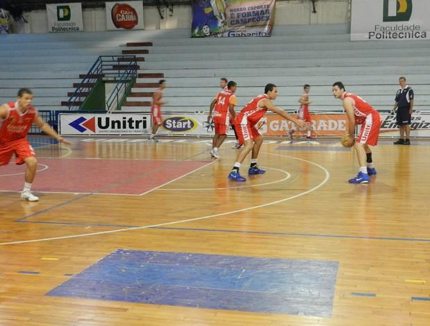 Basquete Uberlândia treina pesado para primeiro jogo no Mineiro, realizado no dia 28 de setembro (Foto: Carolina Portilho/GLOBOESPORTE.COM)