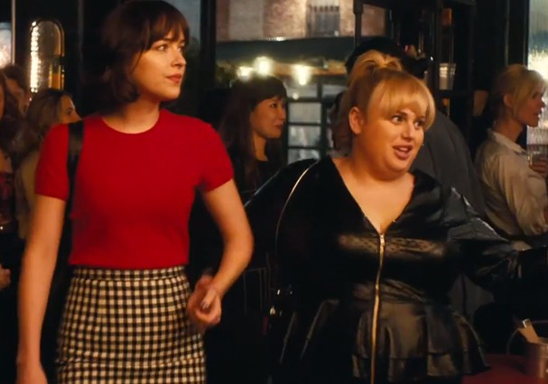 Rebel wilson e dakota johnson arrasando juntas no trailer do filme dakota e rebel arrasando juntas foto reproduo ccuart Image collections