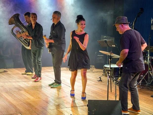 Cinco artistas, sendo três norte-americanos e dois brasileiros, assinam o espetáculo (Foto: Divulgação / Caixa Cultural do Recife)