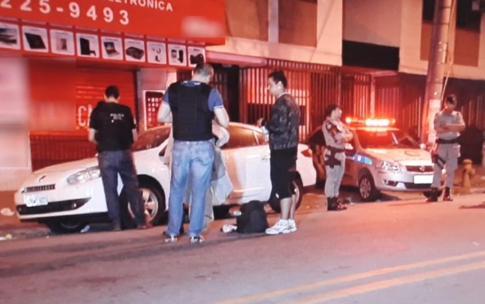 Morador de rua é morto no Centro de Goiânia (Foto: Reprodução/ TV Anhanguera)