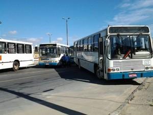 Motoristas de ônibus em Arapiraca fazem protesto cobrando reajuste de salário (Foto: 7 segundos)