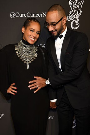 Alicia Keys, grávida, e o marido, Swizz Beatz, em evento em Nova York, nos Estados Unidos (Foto: Dimitrios Kambouris/ Getty Images/ AFP)