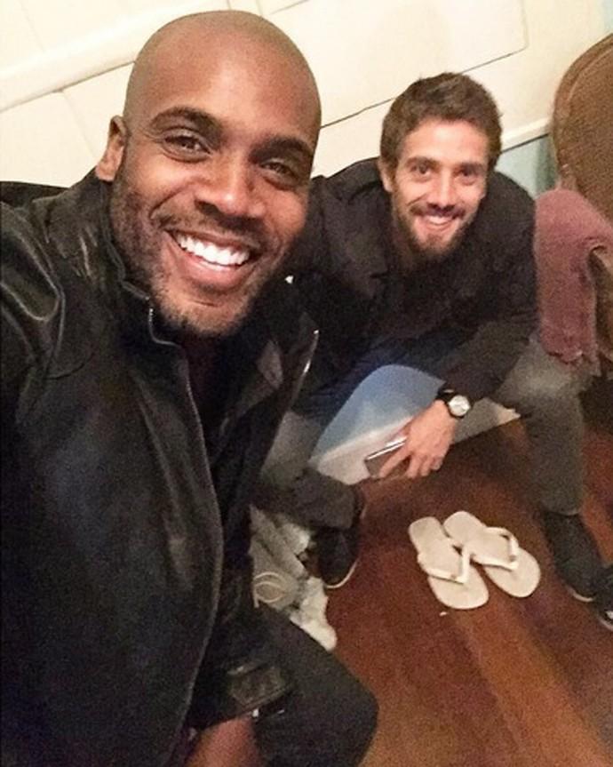 Rafael Zulu e Rafael Cardoso nos bastidores de 'Sol Nascente' (Foto: Arquivo pessoal)