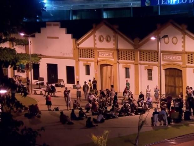 17/05- Ativistas ligados à classe artística e a movimentos sociais ocupam prédio da Funarte, em Belo Horizonte.  (Foto: Reprodução/ TV Globo)