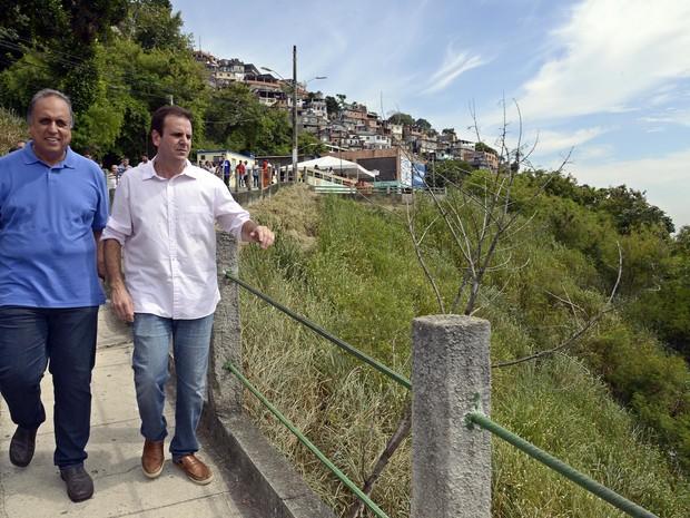 Autoridades participam de cerimônia de início de obras no Morro dos Prazeres (Foto: J.P. Engelbrecht/Divulgação/Prefeitura do Rio)