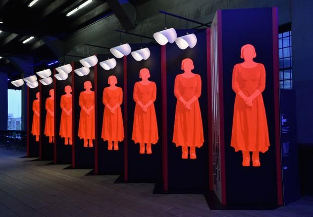 Exposição, de Paula Scher e Abbott Miller, sobre 'The Handmaid's Tale' em Nova York - futuro - mulher - profissões - pessoas (Foto: Bryan Bedder/Getty Images for Hulu)