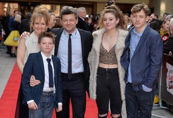 O ator Andy Serkis com a esposa e os filhos (Foto: Getty Images)