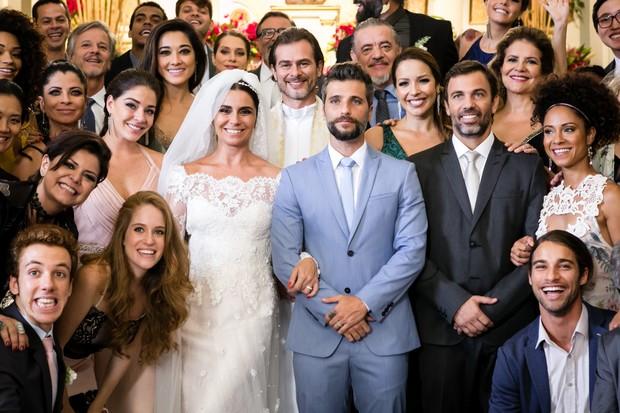 Giovanna Antonelli e Bruno Gagliasso gravam cena de casamento em Sol Nascente (Foto: Globo/Tata Barreto)