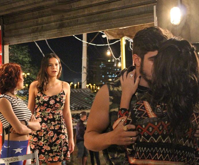 Mari se surpreende com novo flagra de Bruna e Grego (Foto: Thaís Dias/Gshow)