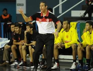 O técnico José Alves Neto comanda reação do time rubro-negro (Foto: Divulgação)