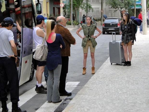 Dinho dá fora em Ju ao ver mala king size (Foto: Divulgação/TV Globo)