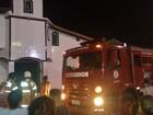 Incêndio atinge capela na Gamboa, em Cabo Frio, no RJ