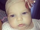 Fofa! Sheila Mello mostra foto da filha de dois meses