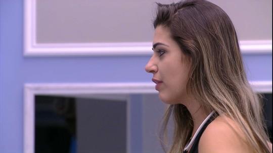 Vivian questiona se Roberta votou nela e critica: 'Está se queimando muito'