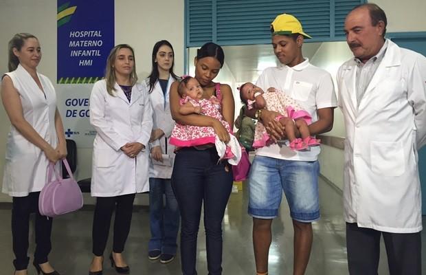 Família deve permanecer em Goiânia por mais 15 dias para a troca de curativos (Foto: Murillo Velasco/G1)