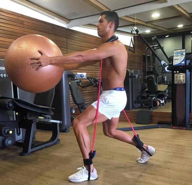 Cristiano Ronaldo se exercitando para voltar aos gramados (Foto: Reprodução/Instagram)