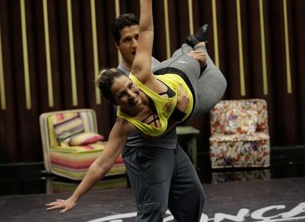 Valesca não dorme direito e Sophia Abrahão faz mistério para o namorado, Sérgio Malheiros