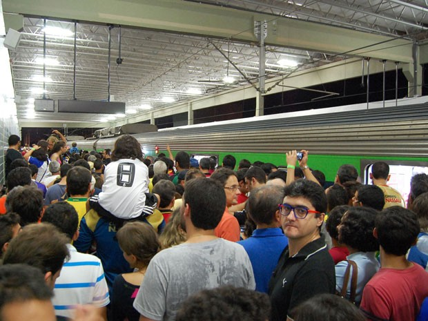 Estação Cosme e Damião, da Arena Pernambuco, foi palco de tumulto e confusão (Foto: Alexandre Morais / G1 PE)