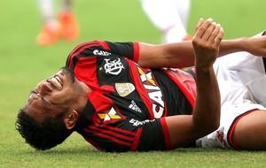 Hernane lesão jogo Flamengo x São Paulo (Foto: Rafael Moraes / Agência O Globo)