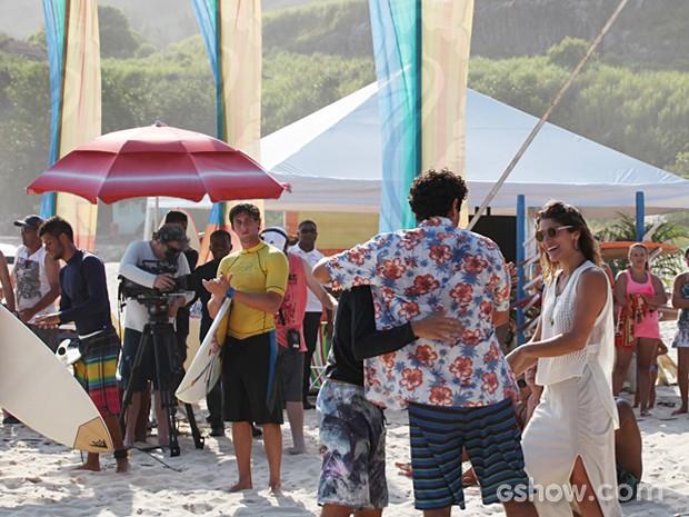 A marca da personagem de Priscila Fantin patrocinará campeonato de surfe (Foto: Malhação / TV Globo)