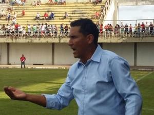 Fernando Brásilia, técnico e fundador do Sparta  (Foto: Lucas Ferreira/ TV Anhanguera)