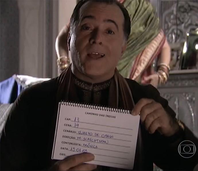 Tony Ramos adorava fazer a claquete das cenas de Caminho das Índias (Foto: Vídeo Show / Gshow)