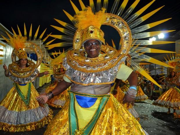 Desfile das escolas de samba de Piracicaba - carnaval 2014 - Estrela de Prata (Foto: Fernanda Zanetti/G1)