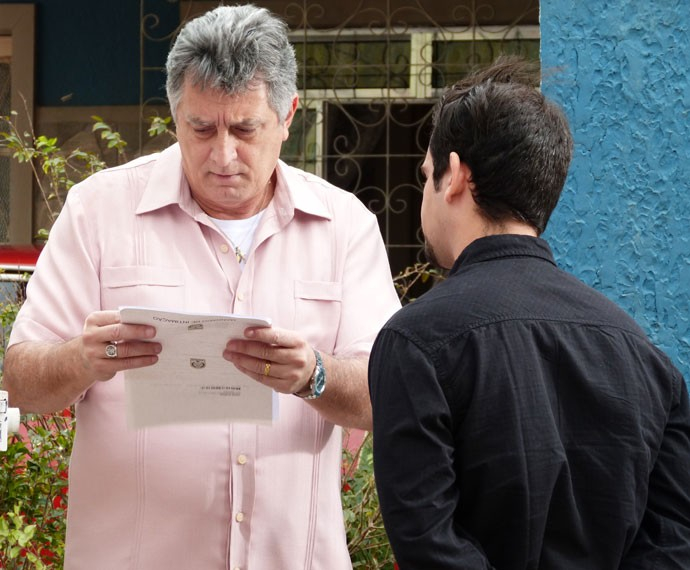 Jorge recebe intimação sobre o caso de Ciça (Foto: Gshow)