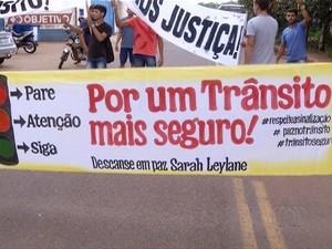 Caminhada na avenida Theotônio Segurado, em Palmas (Foto: Reprodução/TV Anhanguera)